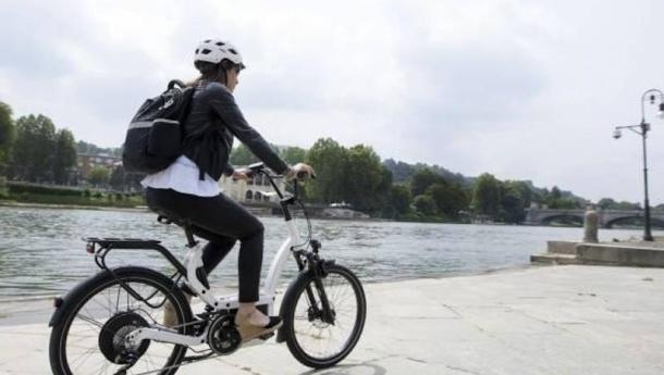 Immagine: Cambia il paniere Istat: fuori le lampadine a risparmio energetico e dentro bicicletta elettrica e scooter sharing