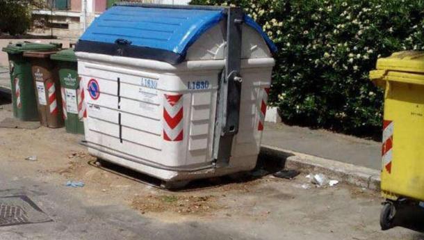 Immagine: Rifiuti Puglia. Anci: 'Il grido di dolore dei sindaci, situazione insostenibile per comuni e cittadini'