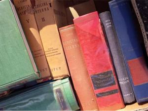 Dal macero alle donazioni che fine fanno i libri invenduti?