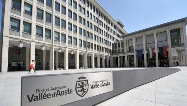 Immagine: La Regione Valle d'Aosta elimina la plastica nelle sue strutture