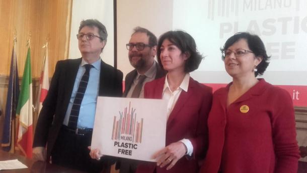 Immagine: Comune di Milano e Amsa lanciano la campagna 'plastic free' per cominciare a dire addio alla monouso