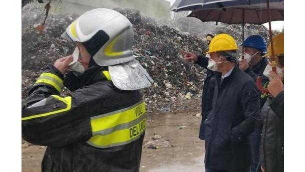 Immagine: Rifiuti. Roghi, ministro Costa: 'A tre mesi dal Piano d'Azione sono diminuiti, ma non basta'