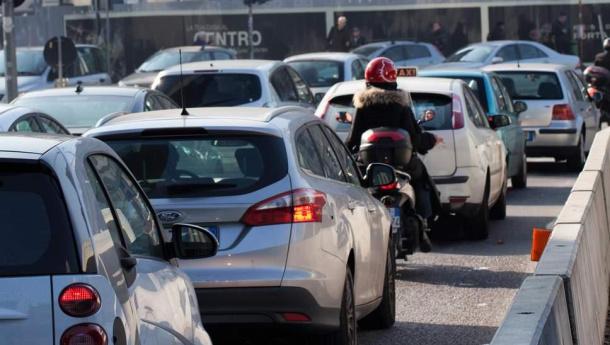 Immagine: Smog, Legambiente: 'Milano raggiunge i 35 giorni di sforamento dei limiti.  Diesel e zootecnia le cause'