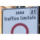 Immagine: Wwf: 'Le aree pedonali restino libere dai veicoli'