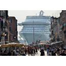 Immagine: Intesa tra ministero e compagnie: 'Grandi navi fuori dalla laguna di Venezia'. Ma il Comune non è d'accordo