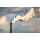 Immagine: Il costo dei combustibili fossili. Greenpeace: 'Urgente transizione verso le rinnovabili e l'abbandono dell'auto con motore a combustione interna'