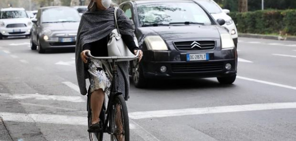 Smog, Lombardia: dal 22 gennaio stop ai diesel Euro 4 a Milano e nei comuni sopra i 30mila abitanti